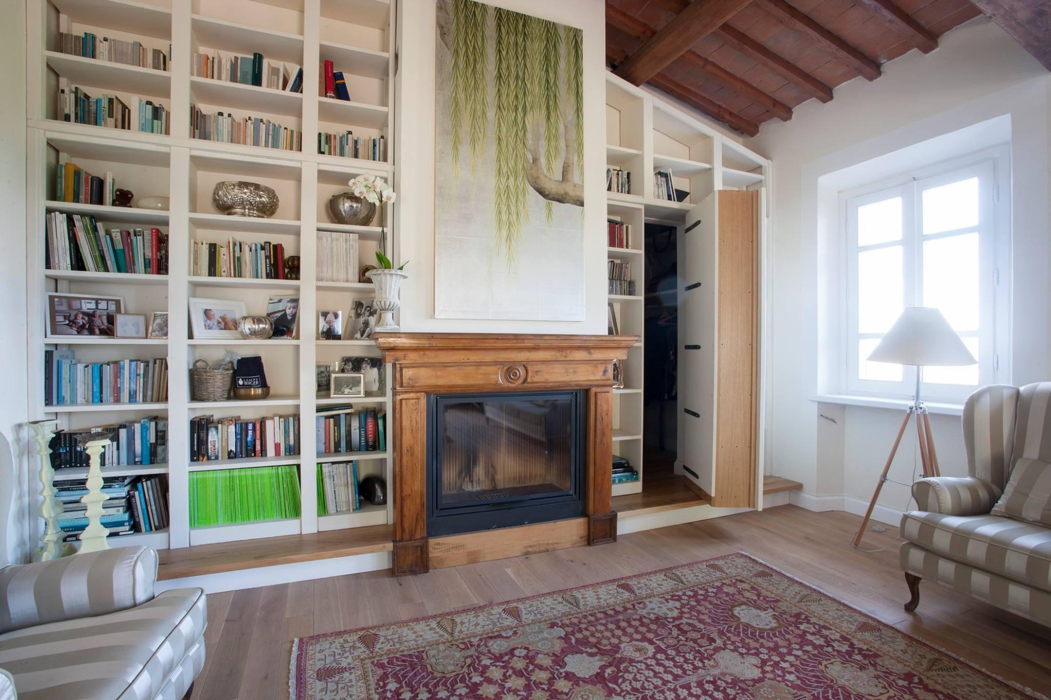 Libreria con porta libreria arredamenti su misura for Arredamento centro estetico prezzi